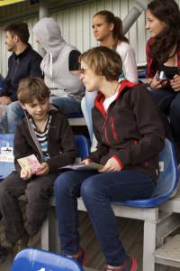David și Mikișor studiază regulile jocului